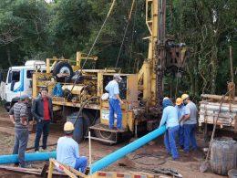 Gilso Paz acompanha trabalhos de perfuração de poço na comunidade de Linha Machado