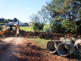 Prefeito acompanha obra de ampliação da rede de drenagem pluvial no bairro Boa Esperança