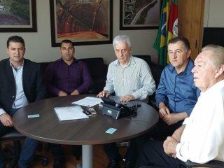 Prefeito e vereadores de Tio Hugo participam de reunião no DNIT em Porto Alegre