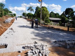 Iniciada a segunda parte da pavimentação da Rua Scharlau no bairro Boa Esperança