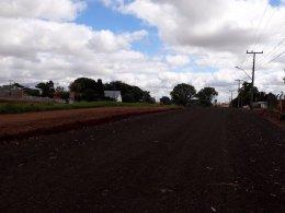 Administração Municipal realiza melhorias em vias laterais