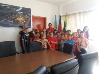 Alunos do 3º ano do ensino fundamental da Escola Antonio Parreiras visitaram o Centro Administrativo
