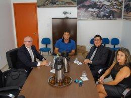 Reunião com representantes do Banrisul discute ampliação da unidade de atendimento de Tio Hugo