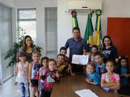 Estudantes visitam a prefeitura municipal