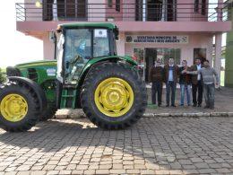 Administração Municipal de Tio Hugo recebe novo trator