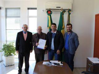 Prefeito Gilso Paz recebe a visita de representantes do Hospital da Cidade de Passo Fundo