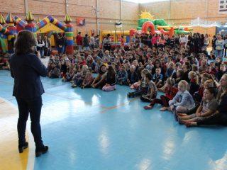 Alunos da rede municipal de ensino participam de atividade diferenciada que celebra o Dia das Crianças