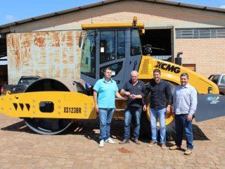 Administração Municipal contemplada com um novo rolo compactador