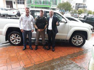 Prefeito participa do ato de entrega de veículo que será utilizado no Patrulhamento Rural na região