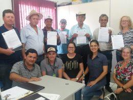 Entregue as licenças ambientais para comunidades responsáveis por cemitérios no município