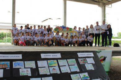 """Finalizado o projeto """"Viajando Pela Rota"""" que envolveu alunos da rede municipal de ensino"""