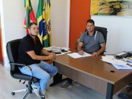 Gilso Paz transmite o cargo para o vice prefeito Geder Follmer