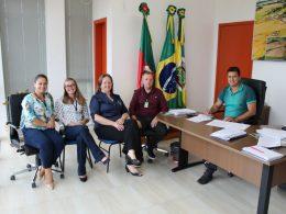 Gilso Paz participa de reunião com representantes do Simuth
