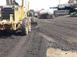 Obras: Equipes trabalham na manutenção e recuperação de vias