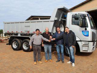 Administração Municipal de Tio Hugo recebe novo caminhão caçamba