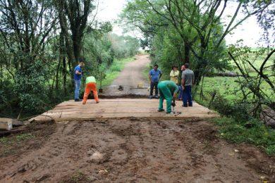 Administração municipal realiza reforma de ponte na comunidade de Polígono do Erval