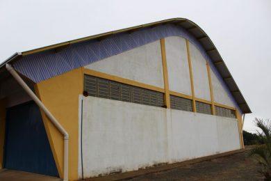 Quadra esportiva da escola Antonio Parreiras recebe melhorias
