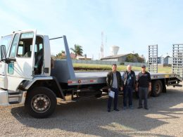 Município adquire prancha pra transporte de máquinas pesadas