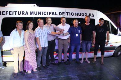 Município de Tio Hugo recebe Van 0 KM