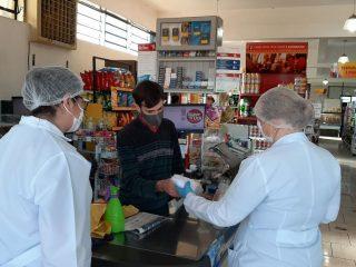 Combate ao coronavírus: Doação de máscaras para estabelecimentos comerciais do município