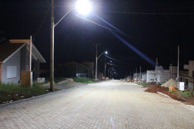 Rua Salvador no Núcleo Habitacional Sippel recebe iluminação de Led