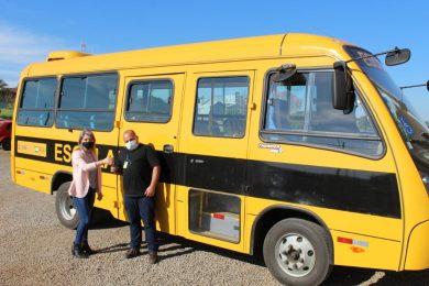 Tio Hugo recebe ônibus escolar zero quilometro