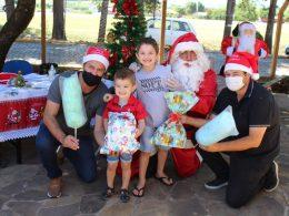 Aproximadamente 450 crianças receberam presentes de Natal