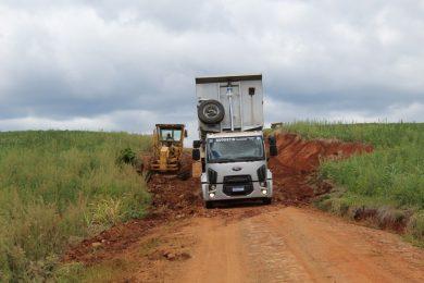 Muito trabalho: Manutenção de estradas vicinais – Polígono do Erval