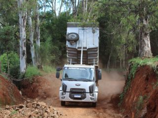 De ponta a ponta: Secretaria de Obras executa melhorias em estradas vicinais de todas as comunidades