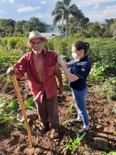 VACINAÇÃO COVID-19: Aplicação da dose de reforço para idosos será feita em domicílio