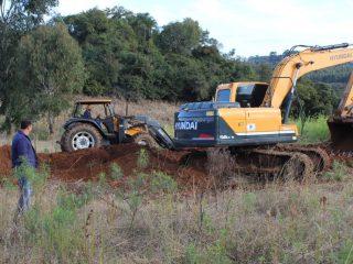 Manutenção de vias e melhorias em propriedades rurais