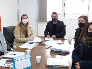 Prefeito Gilso Paz participa de reunião com integrantes da Secretaria Municipal de Educação